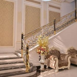 Sultan Hall - Летсница в холле